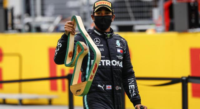 """F1, Lewis Hamilton: """"90 pole, mi devo pizzicare: connessione speciale con la macchina. Bottas mi fa sudare"""""""