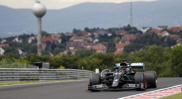 F1, risultati qualifiche GP Ungheria 2020: Lewis Hamilton fa 90 pole! 5° Vettel, 6° Leclerc: Ferrari davanti alla Red Bull