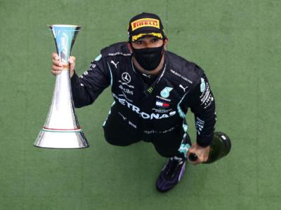 F1, Lewis Hamilton guadagnerà cifre astronomiche? La Mercedes ha offerto un contratto da sceicco…