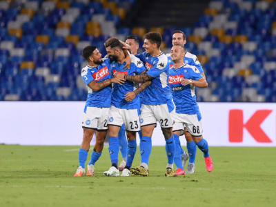 Serie A, Napoli-Sassuolo 2-0: Hysaj e Allan regalano la vittoria ai partenopei, il VAR annulla 4 gol agli emiliani