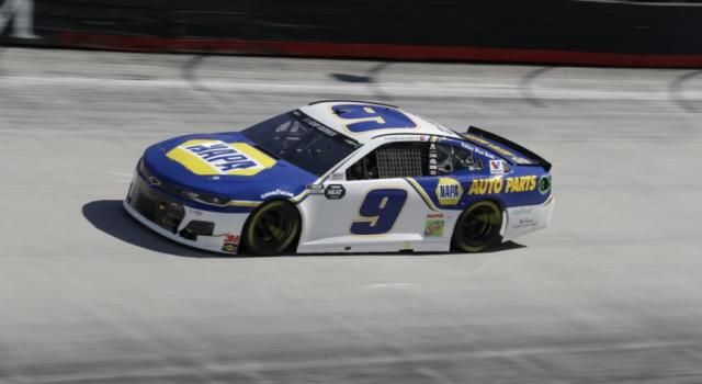 NASCAR Cup Series, Chase Elliott trionfa a Martinsville. Kevin Harvick eliminato dai Playoffs!