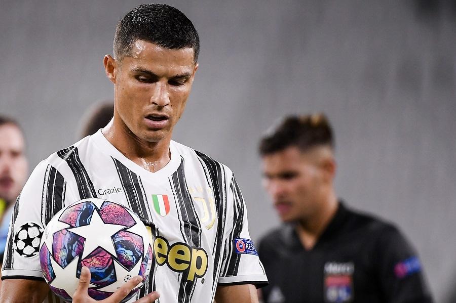 """Calcio, Cristiano Ronaldo su Instagram: """"Il tampone è una ca…..ta"""". Poi cancella il commento"""