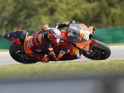 MotoGP, Brad Binder primo sudafricano di sempre a vincere nella classe regina. Primo hurrà anche per la KTM
