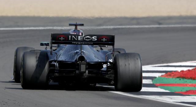 F1, Mercedes presenterà la nuova macchina il 2 marzo. Lewis Hamilton non ha ancora firmato…