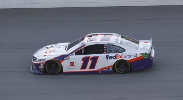 NASCAR Cup Series, Denny Hamlin vince a Talladega al termine di una gara pazza