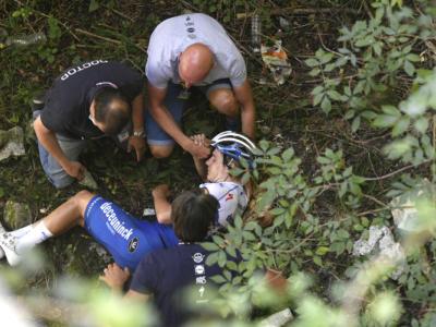 Ciclismo, Remco Evenepoel dimesso dall'ospedale. Il belga torna a casa, viaggerà da steso