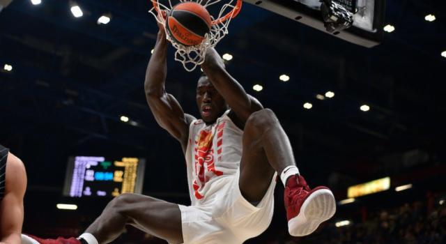 Basket: Michael Ojo muore di infarto in allenamento. Il centro della Stella Rossa aveva 27 anni