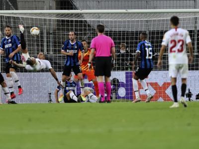 Calcio, Finale Europa League 2020: Inter-Siviglia 2-3, amaro ko dei nerazzurri, decide una rovesciata di Diego Carlos