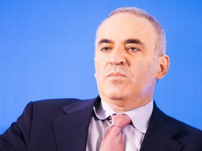 Scacchi: Garry Kasparov e Magnus Carlsen si sfideranno, in un format particolare, a 16 anni dalla prima volta