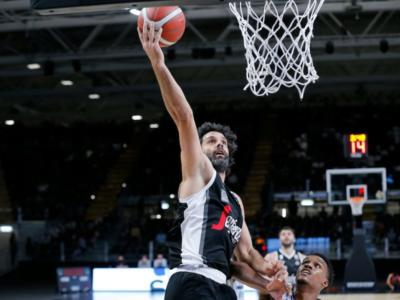 Basket, Serie A 2020-2021: esordi vincenti per Dinamo Sassari e Virtus Bologna, battute Pesaro e Cantù