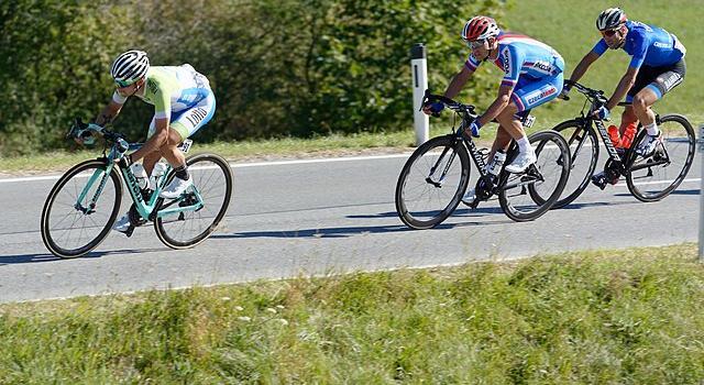 Mondiali ciclismo 2020, la notte del sogno arcobaleno. A Imola si scrive la storia: l'Italia ci prova, tutti contro Van Aert
