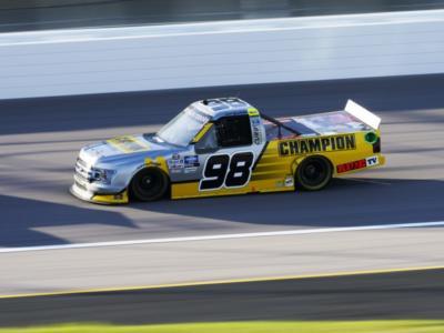 NASCAR Truck Series, Grant Enfinger vince ed accede alla finale di Phoenix