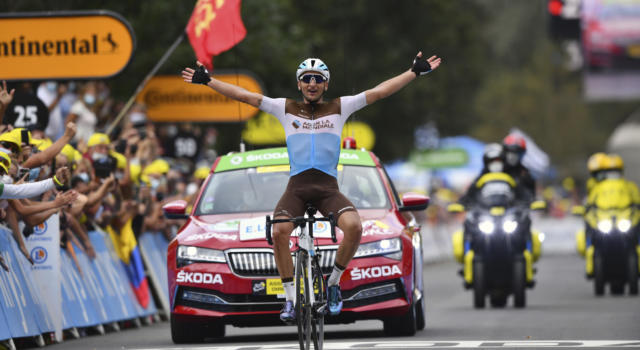 VIDEO Tour de France, highlights ottava tappa: Peters vince, Pogacar attacca. Spettacolo tra i big sui Pirenei