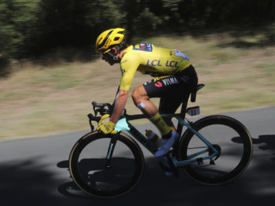 Tour de France 2020: trionfa in fuga Daniel Martinez. Primoz Roglic sempre più padrone della corsa