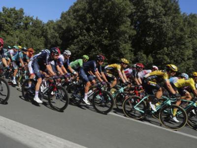Tour de France 2020: in caso di nuovo positivo prima del giorno di riposo Ineos Grenadiers, Mitchelton-Scott, AG2R La Mondiale e Cofidis rischiano la squalifica