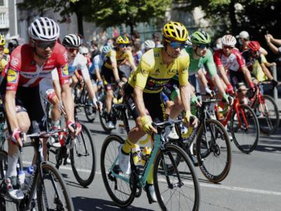 VIDEO Tour de France, highlights quattordicesima tappa: Andersen vince, Bernal cerca l'attacco. Roglic in giallo