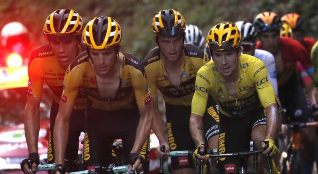 Tour de France, la Jumbo-Visma è la nuova Sky. Strapotere assoluto, corsa dominata dalla squadra di Roglic