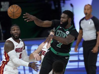 VIDEO NBA, Playoff 2020: Celtics-Heat, highlights e sintesi di gara3. Boston allunga la serie con Miami