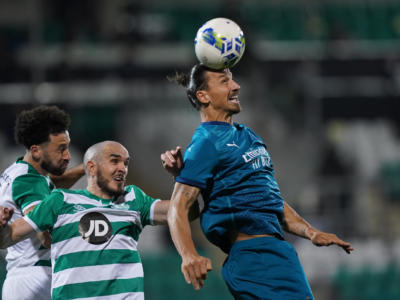 VIDEO Shamrock Rovers-Milan 0-2: highlights, gol, sintesi. Ibrahimovic e Calhanoglu a segno, rossoneri avanti in Europa League