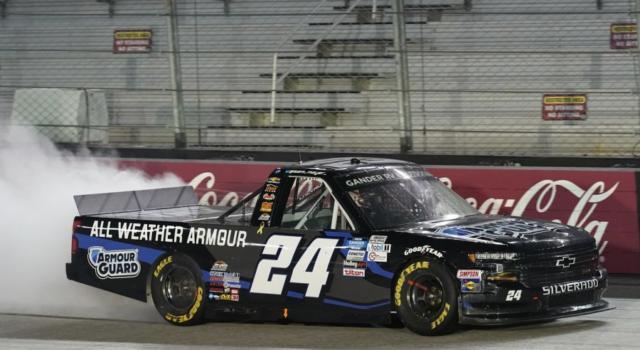 NASCAR Truck Series, Sam Mayer trionfa per la prima volta in carriera a Bristol