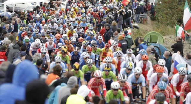 Ciclismo, Mondiali 2020: trionfo solitario di un magnifico Julian Alaphilippe ad Imola. Caruso decimo
