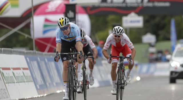 """Ciclismo, Primoz Roglic accusato dalla tv belga: """"Ingrato, non ha aiutato Van Aert"""". Il compagno di squadra lo difende"""