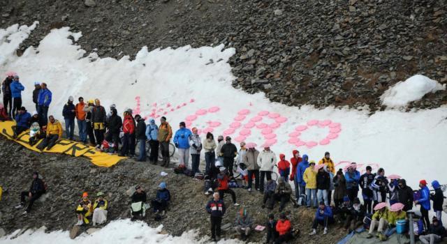 Giro d'Italia 2020, è arrivata la neve! Stelvio, Piancavallo e Colle dell'Agnello a forte rischio: il percorso sará stravolto?