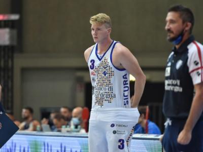 LIVE Pesaro-Dinamo Sassari 71-86, Supercoppa Italiana basket DIRETTA: la squadra di Gianmarco Pozzecco vince la seconda partita su due e si porta in testa al girone D