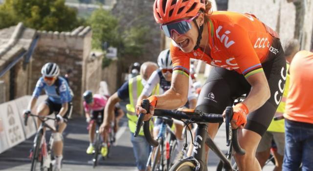 Giro Rosa 2020, Marianne Vos bissa a Terracina ed è la nuova maglia ciclamino