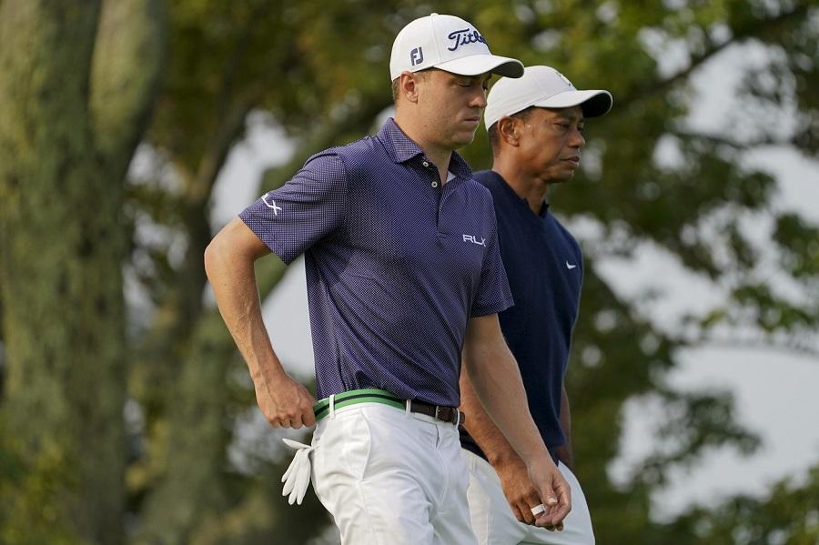 Golf, PGA Tour 2020 2021: Justin Thomas resta al comando del The Zozo Championship dinanzi a Rahm, ma che folla in pochi colpi!