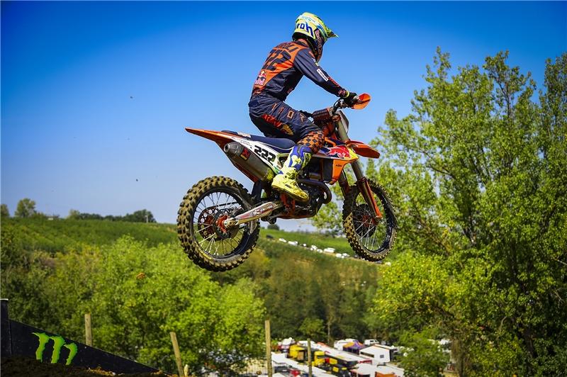 LIVE Motocross, GP Lommel MXGP 2020 in DIRETTA: Tony Cairoli cerca la rimonta su Gajser