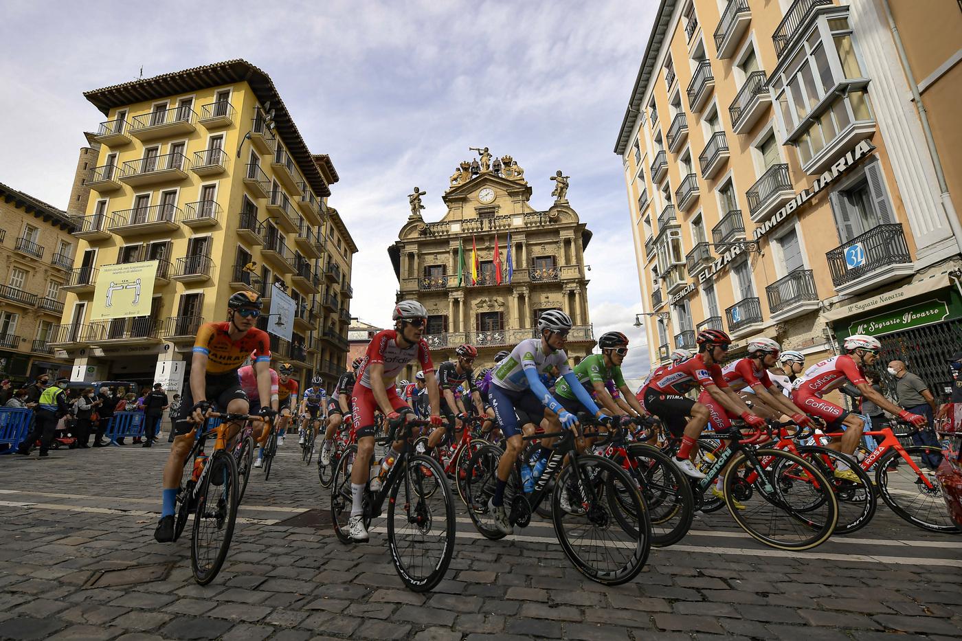 LIVE Vuelta a España 2020, la tappa di oggi in DIRETTA: Bennett e Ackermann affilano le spade per la volata