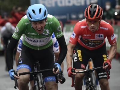 LIVE Vuelta a España 2020, la tappa di oggi in DIRETTA: Roglic vince la sfida con Carapaz. Classifica e highlights