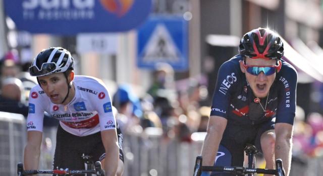 Giro d'Italia 2020, pagelle di oggi: altro show di Dennis. Che sfida tra Geoghegan Hart e Hindley, di grinta Almeida