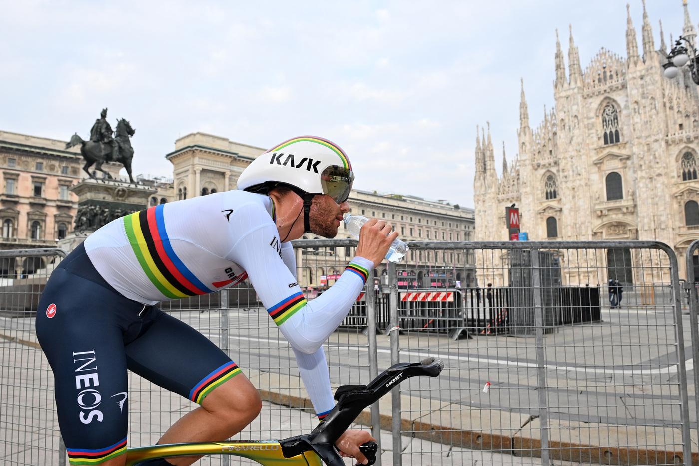 DIRETTA Giro d'Italia 2021 LIVE: Filippo Ganna in maglia rosa! La classifica dei favoriti