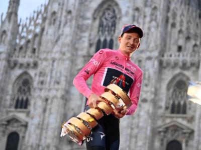 Ciclismo, Tao Geoghegan Hart compra al fratello un'auto per una scommessa fatta al Giro d'Italia 2020