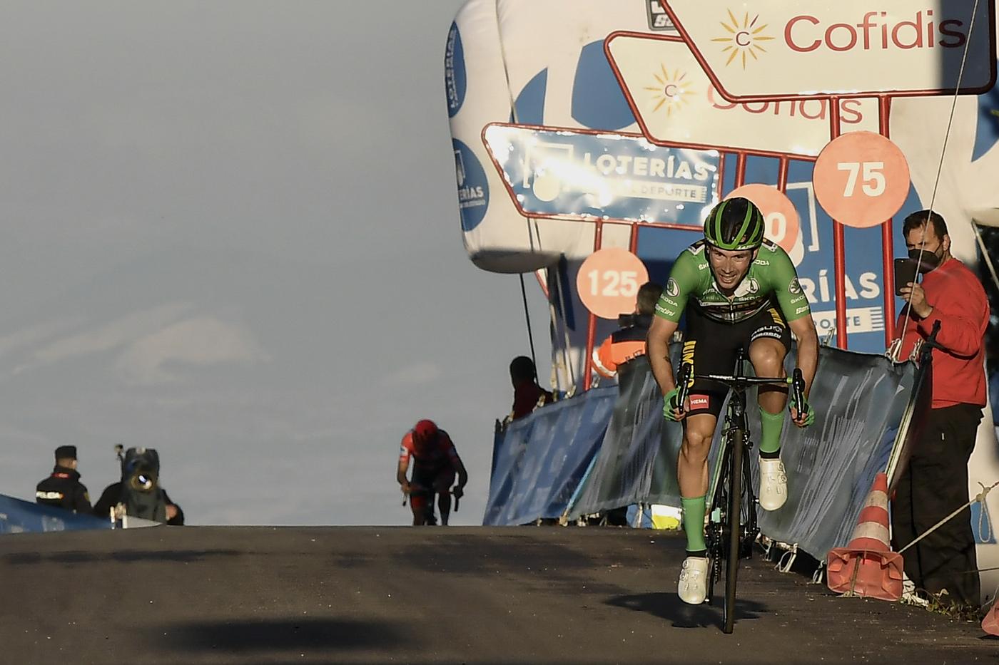 """LIVE Vuelta a España 2020, la tappa di oggi in DIRETTA: il vantaggio del gruppo di Soler nei confronti del gruppo scende a 2'35"""""""