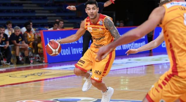 Basket, Serie A 2020-2021: Pesaro domina negli ultimi venti minuti e batte Varese 85-78
