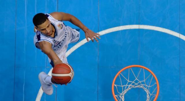 Basket: il positivo al coronavirus di Cantù è Jaime Smith. Caos tamponi, ma a Varese si gioca