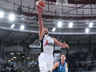 LIVE Virtus Bologna-Cremona 92-95, Serie A basket in DIRETTA: Poeta segna da qualunque distanza, la Vanoli piazza il colpo!
