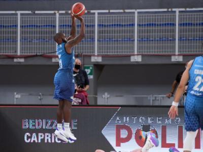 Basket, Serie A: Brescia vince il derby con Varese nel recupero