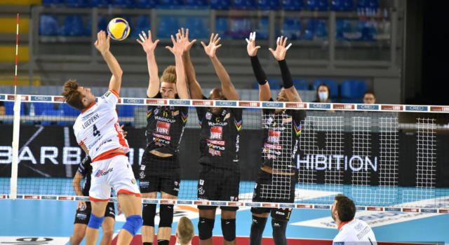 LIVE Civitanova-Trento 3-0, Superlega volley in DIRETTA: i marchigiani dominano il match. Juantorena incontenibile!