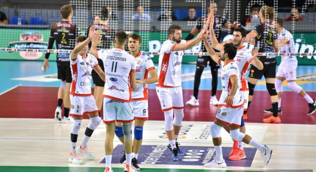 LIVE Ravenna-Modena 1-3, Superlega volley 2020 in DIRETTA. I gialloblù sanno soffrire ed espugnano in quattro set il PalaDeAndrè