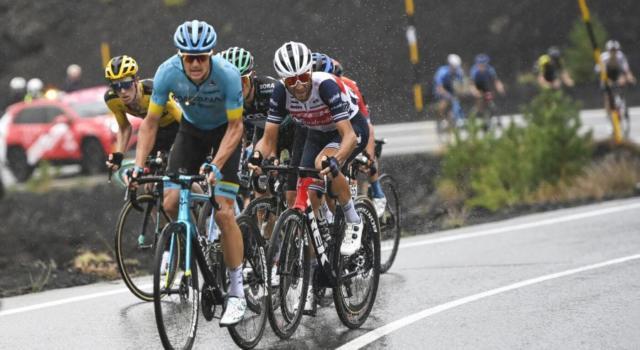 """LIVE Giro d'Italia 2020 in DIRETTA: Vincenzo Nibali affonda a 3'29"""". """"Manca ancora una settimana"""". Almeida in rosa"""