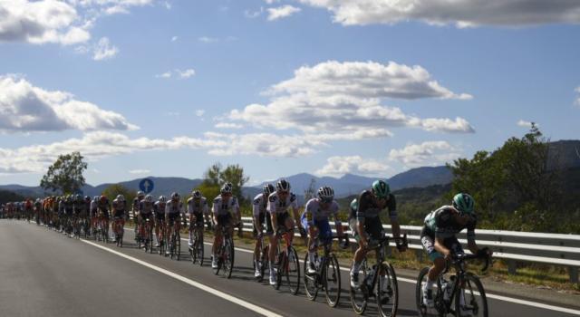 DIRETTA Giro d'Italia 2020, la tappa di oggi LIVE: tris di Demare, Nibali attento tra ventagli e cadute