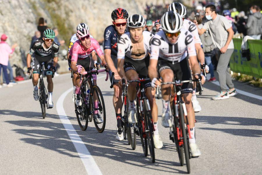 """DIRETTA Giro d'Italia 2020, tappa di oggi LIVE: Tratnik vince, Almeida guadagna 2″. Nibali: """"Domani salite interessanti"""""""