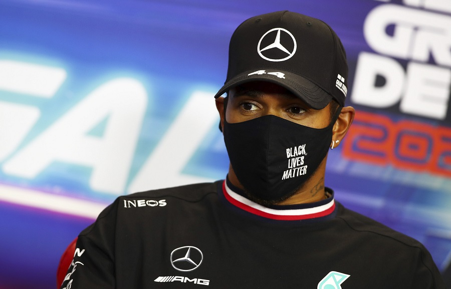 """F1, Lewis Hamilton critica Pirelli: """"Nuove gomme 1 secondo più lente: tornati indietro di 2 anni. Meglio quelle 2020"""""""
