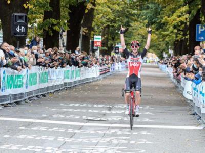 Ciclismo, 92° Piccolo Lombardia: dominio straniero, assolo dell'australiano Harrison Sweeny