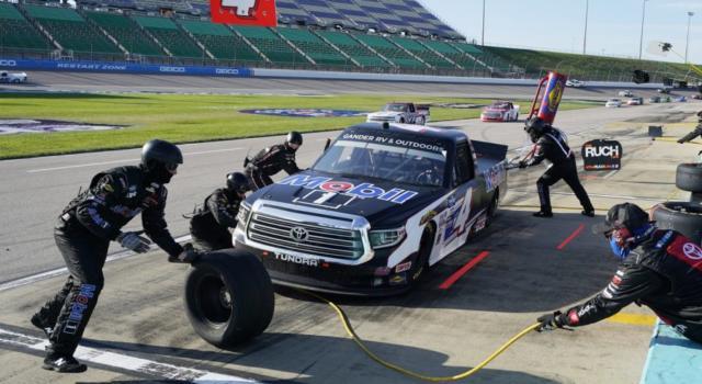 NASCAR Truck Series, Raphael Lessard sopravvive a Talladega e vince all'ultimo giro