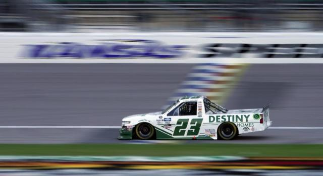 NASCAR Truck Series, Brett Moffitt vince in Kansas